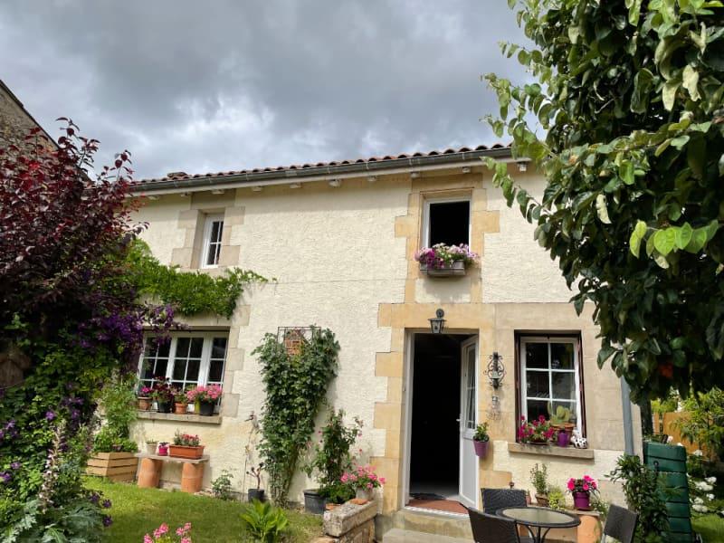 Sale house / villa La villedieu du clain 239900€ - Picture 2