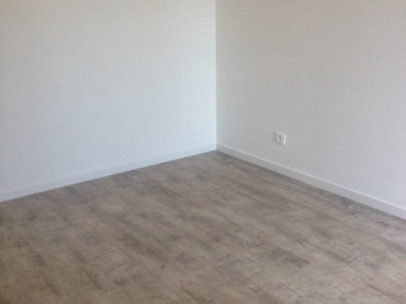 Location appartement Montlhery 781,55€ CC - Photo 7