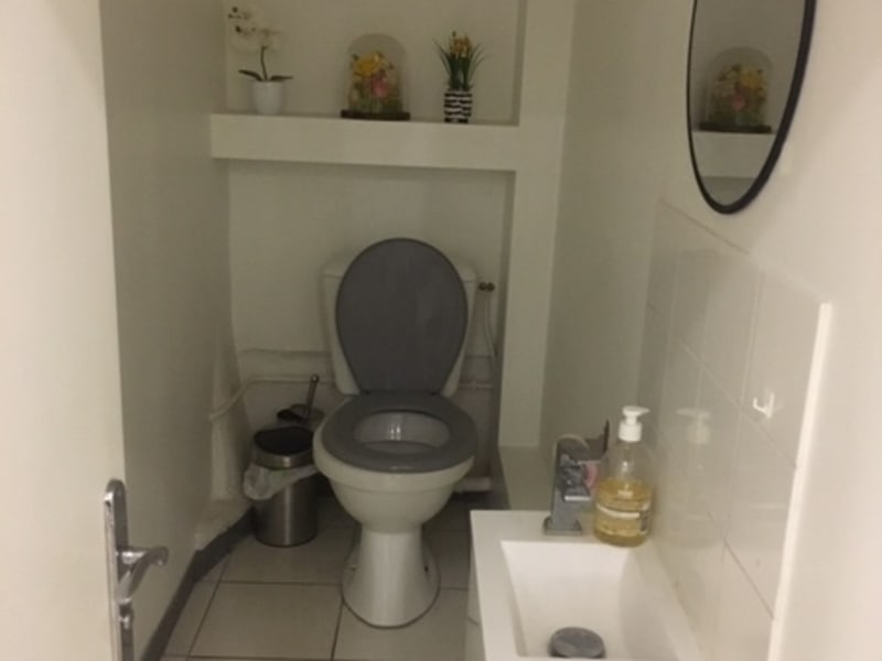 Rental empty room/storage Paris 10ème 3150€ CC - Picture 9