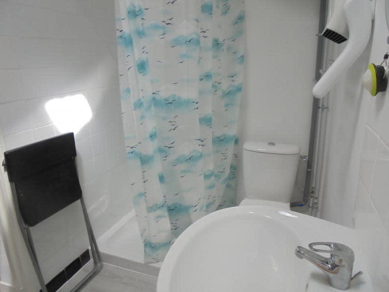 Location appartement Lunel 400€ CC - Photo 3