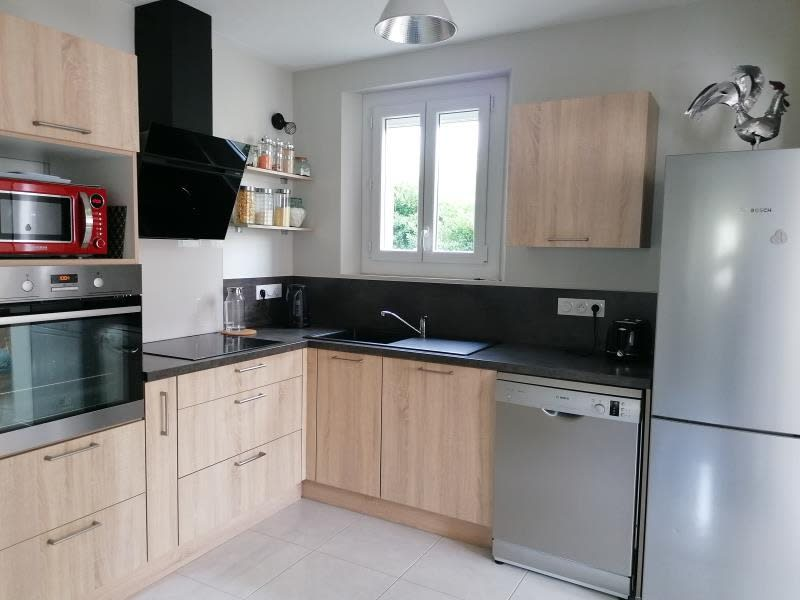 Sale house / villa L isle jourdain 250000€ - Picture 2