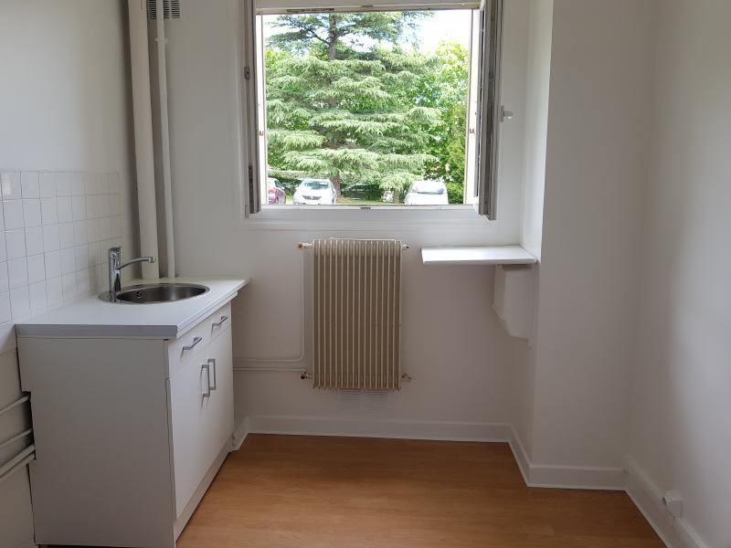 Rental apartment Verrieres le buisson 990€ CC - Picture 4