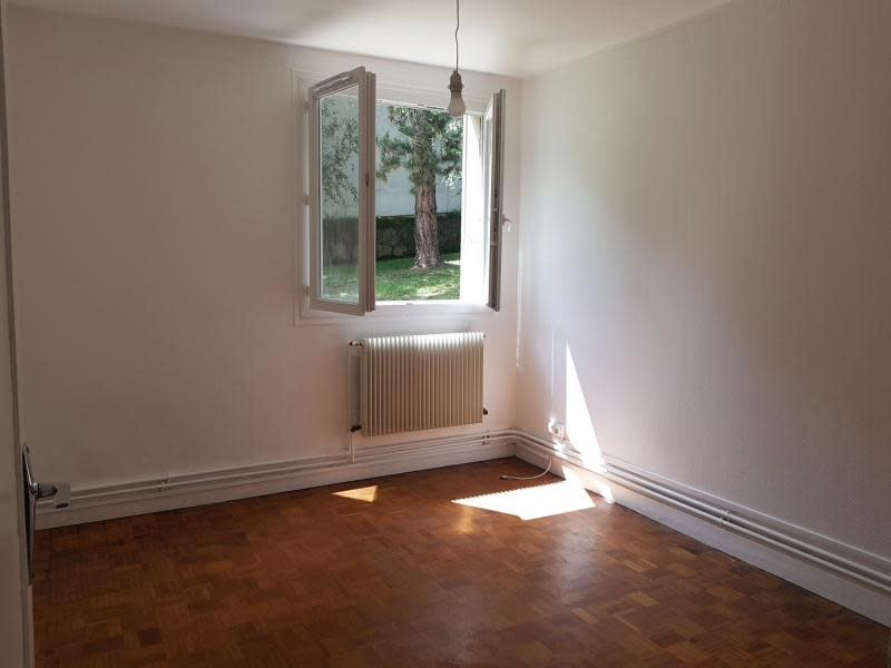 Rental apartment Verrieres le buisson 990€ CC - Picture 6