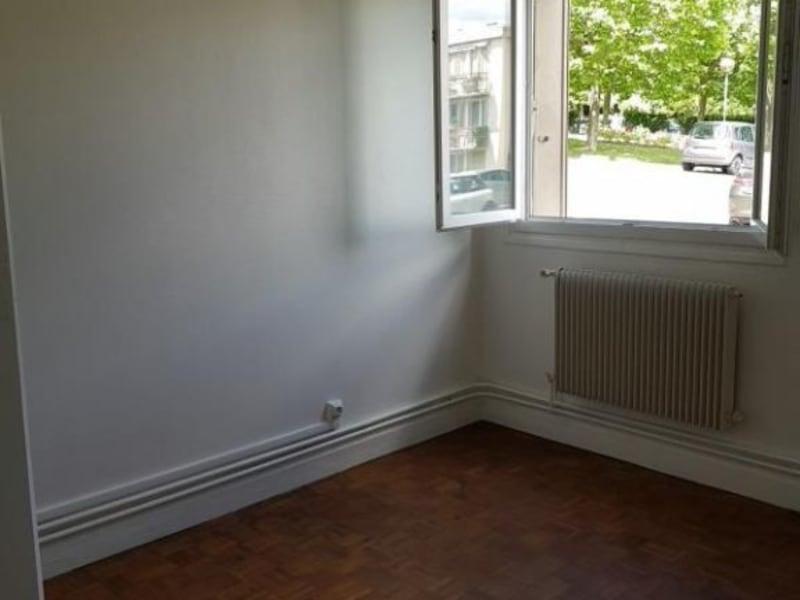 Rental apartment Verrieres le buisson 990€ CC - Picture 7
