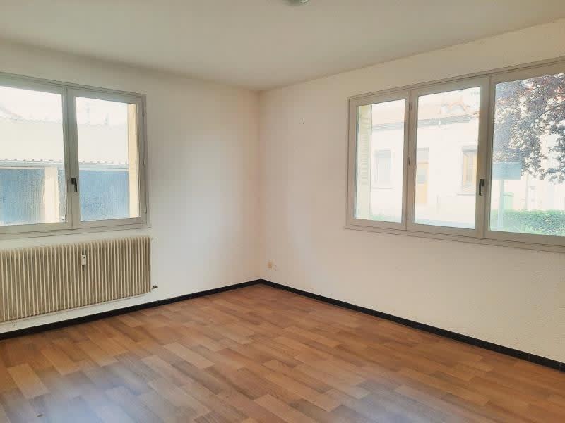 Location appartement Le coteau 420€ CC - Photo 1