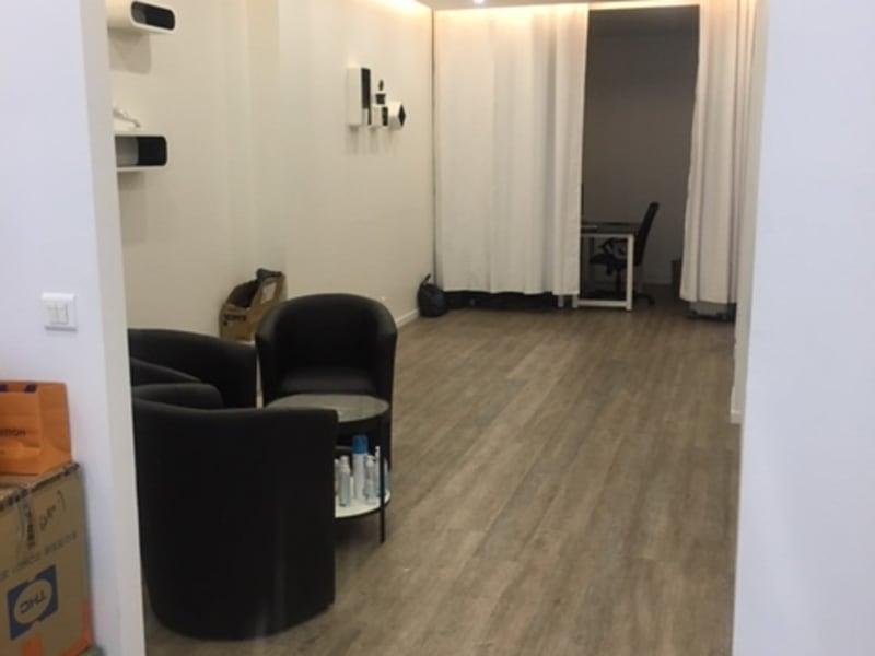 Rental empty room/storage Paris 10ème 3150€ CC - Picture 4