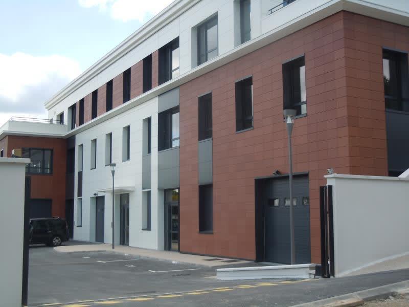 Sale empty room/storage St germain en laye 379800€ - Picture 2