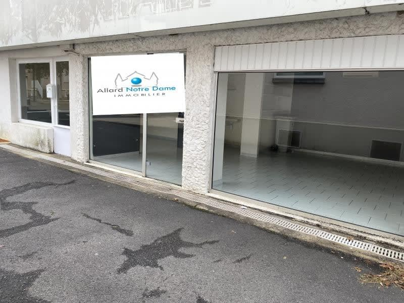 Location local commercial Poitiers 470€ HC - Photo 1