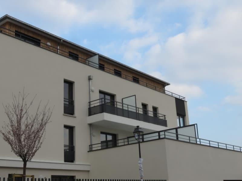 Location appartement Croissy sur seine 930€ CC - Photo 2