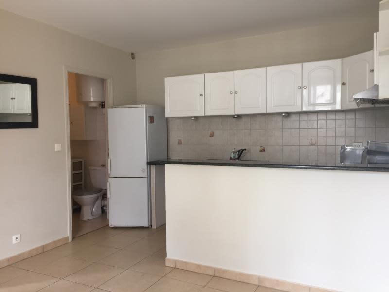 Rental apartment La varenne st hilaire 720€ CC - Picture 2