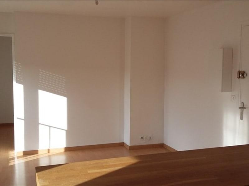 Rental apartment Ste genevieve des bois 690€ CC - Picture 1