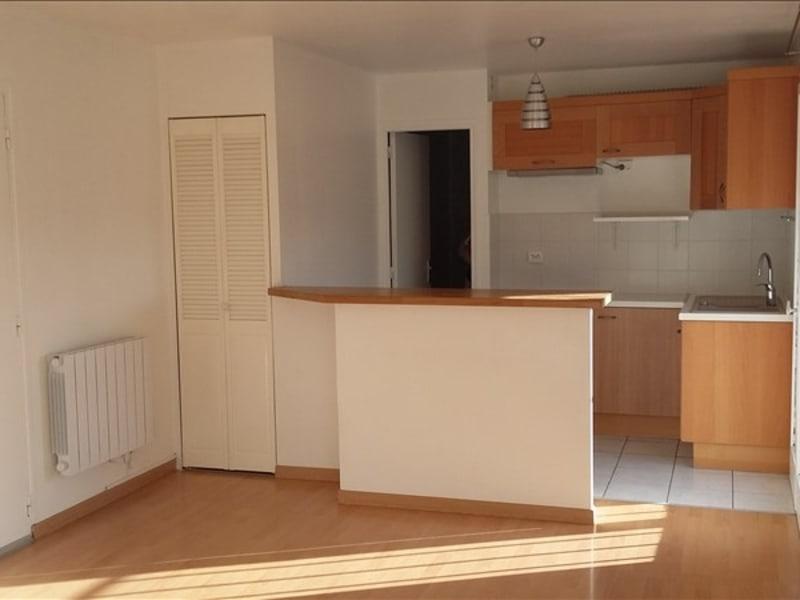 Rental apartment Ste genevieve des bois 690€ CC - Picture 2