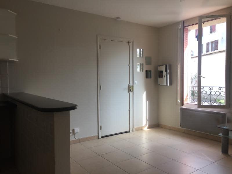 Rental apartment La varenne st hilaire 720€ CC - Picture 3
