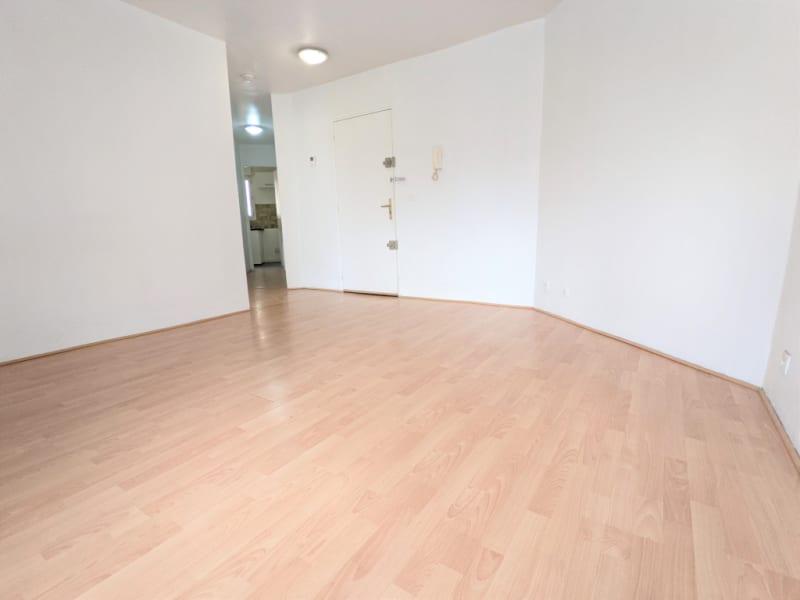 Rental apartment Argenteuil 736€ CC - Picture 1