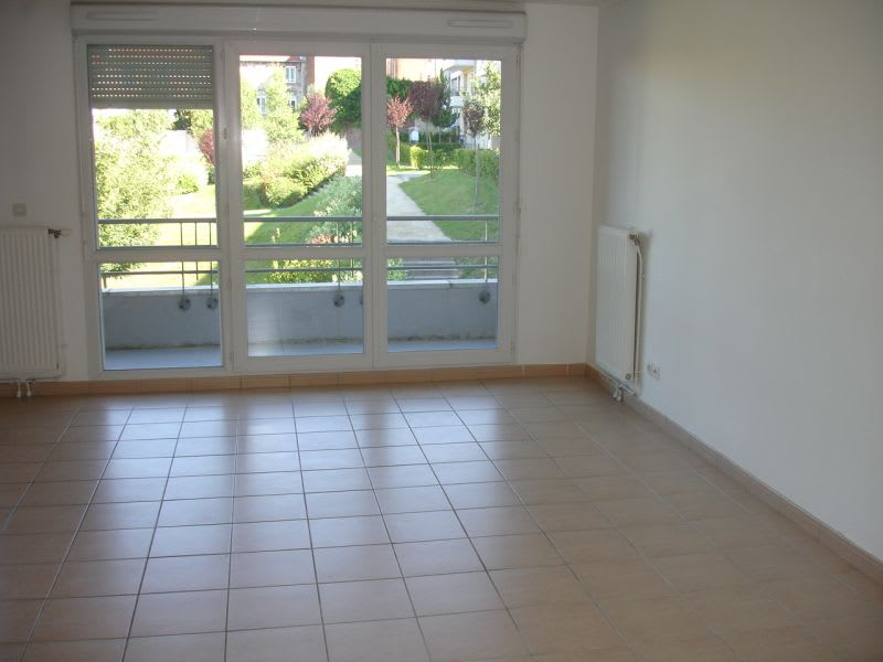 Rental apartment Saint quentin 630€ CC - Picture 2