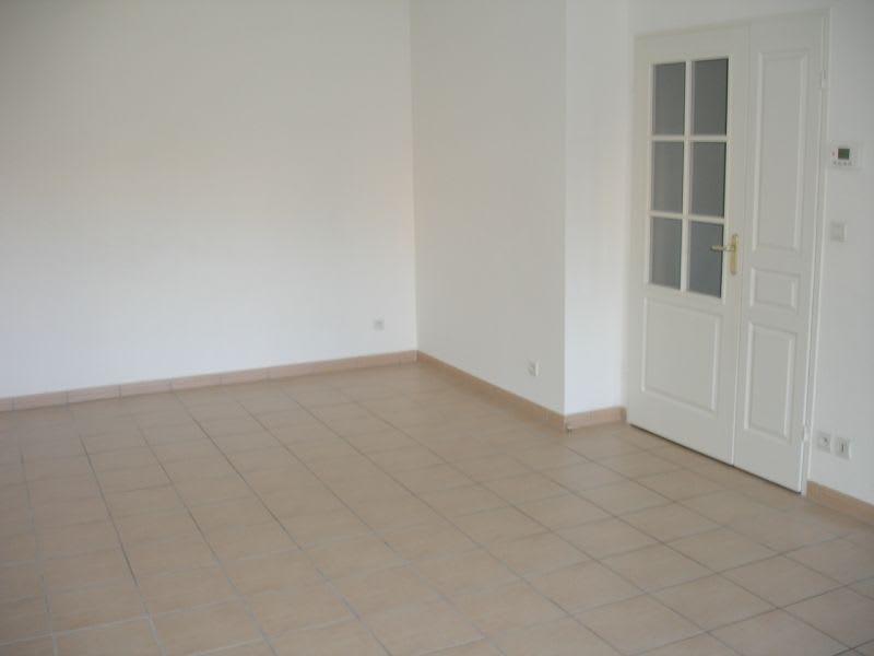 Rental apartment Saint quentin 630€ CC - Picture 3
