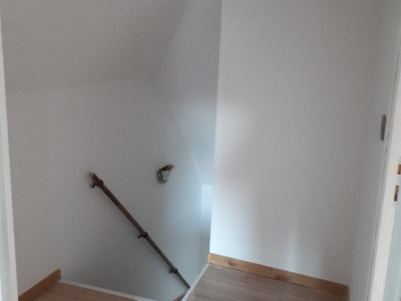 Rental house / villa Saint quentin 495€ CC - Picture 6