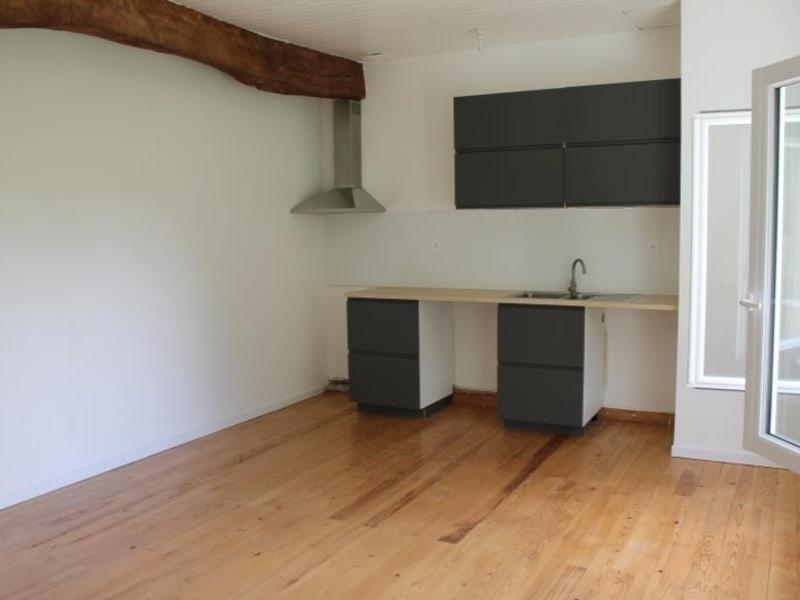 Rental apartment Landiras 660€ CC - Picture 1