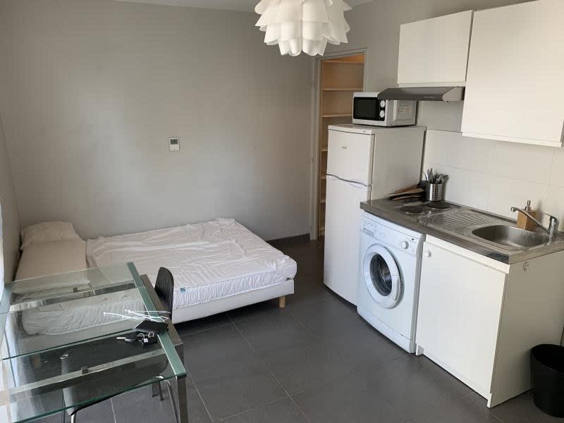 Rental apartment Lyon 7ème 618€ CC - Picture 1