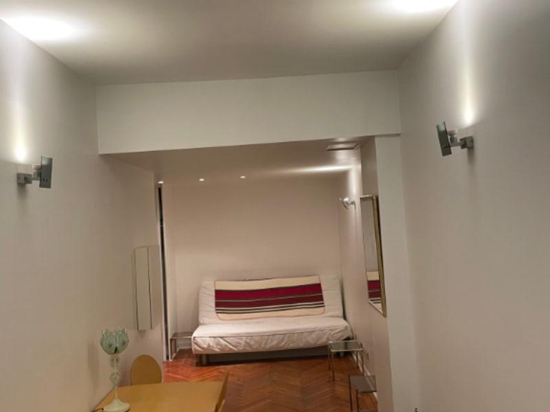 Location appartement Paris 8ème 995€ CC - Photo 2