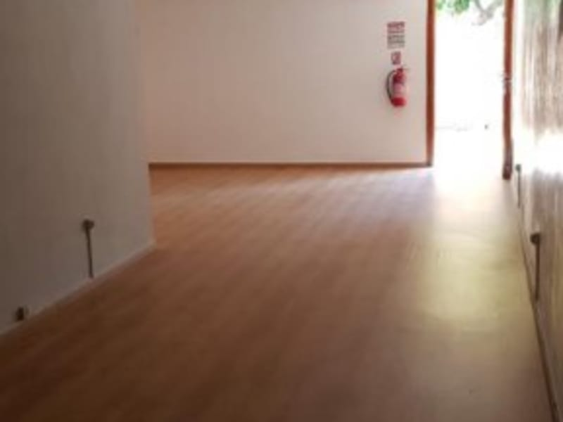 Location local commercial St denis 810€ HC - Photo 4