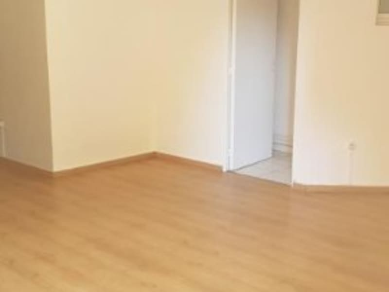 Location local commercial St denis 810€ HC - Photo 7