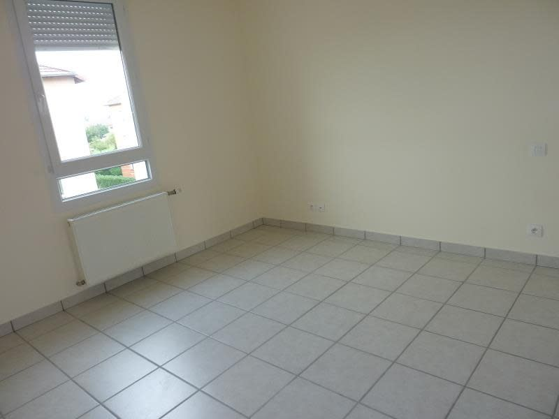 Rental apartment Riorges 587€ CC - Picture 8