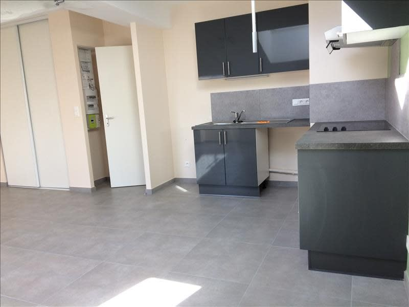 Rental apartment Rives 616,91€ CC - Picture 1