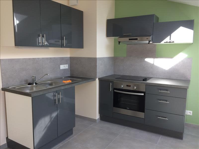Rental apartment Rives 616,91€ CC - Picture 2