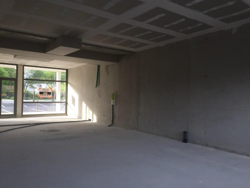 Rental empty room/storage Entraigues sur la sorgue 1210€ CC - Picture 3