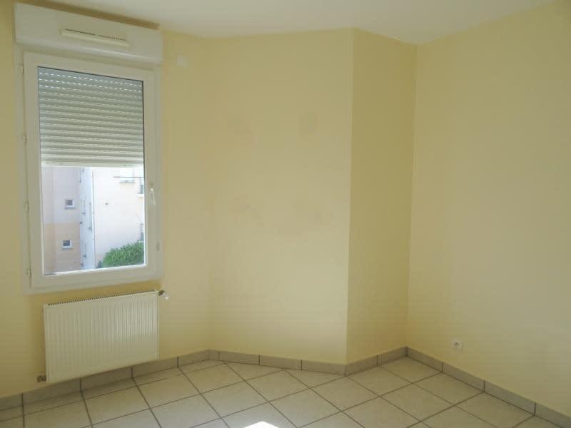 Rental apartment Riorges 587€ CC - Picture 4
