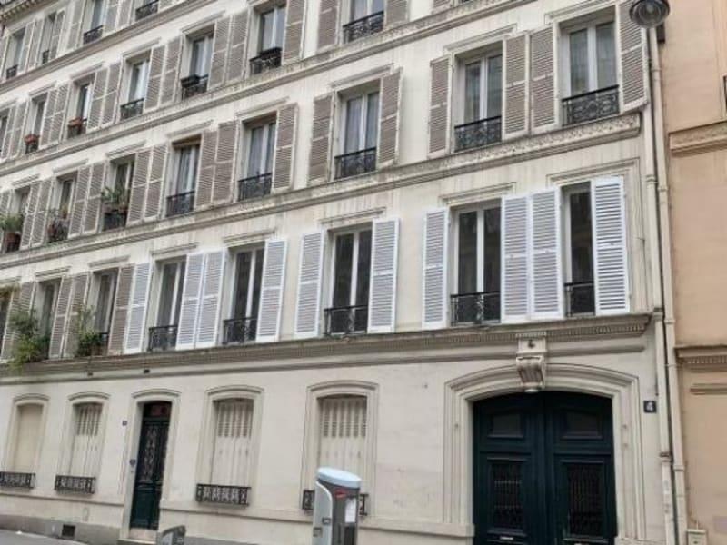 Location appartement Paris 9ème 890€ CC - Photo 1