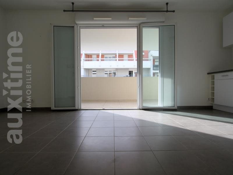 Rental apartment Marseille 10ème 715€ CC - Picture 2