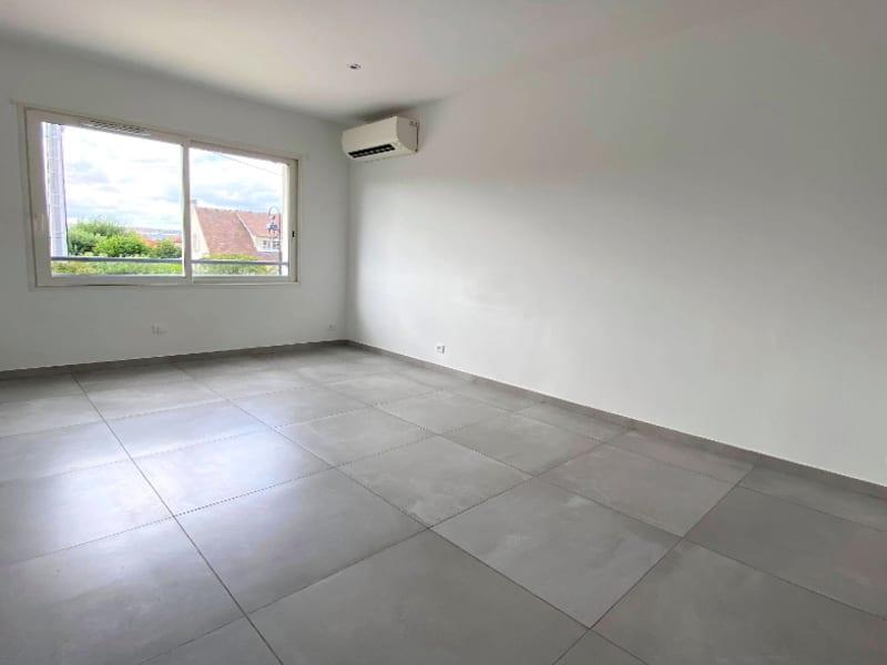 Rental apartment Les clayes sous bois 844€ CC - Picture 2