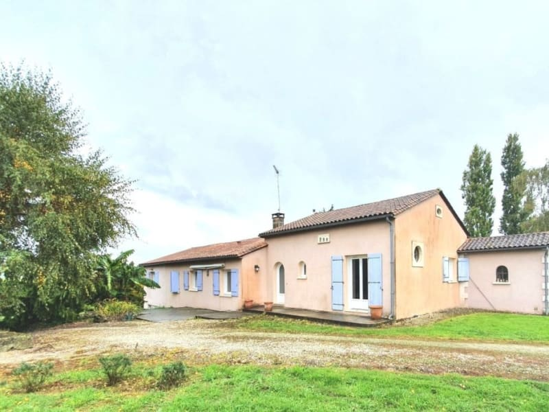 Sale house / villa Étriac 221500€ - Picture 1