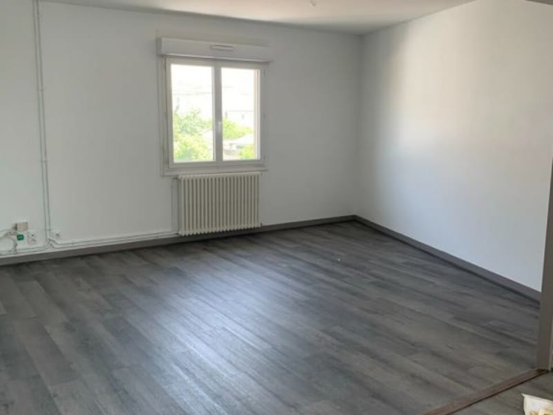Rental apartment Châteaubernard 605€ CC - Picture 1