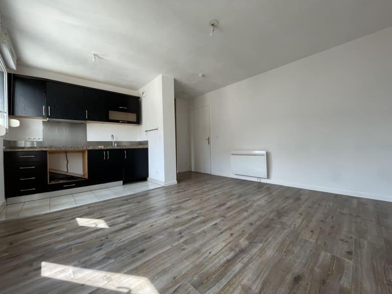 Rental apartment Arpajon 750€ CC - Picture 2