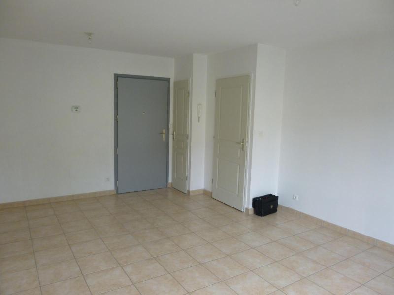 Location appartement Brussieu 470€ CC - Photo 3