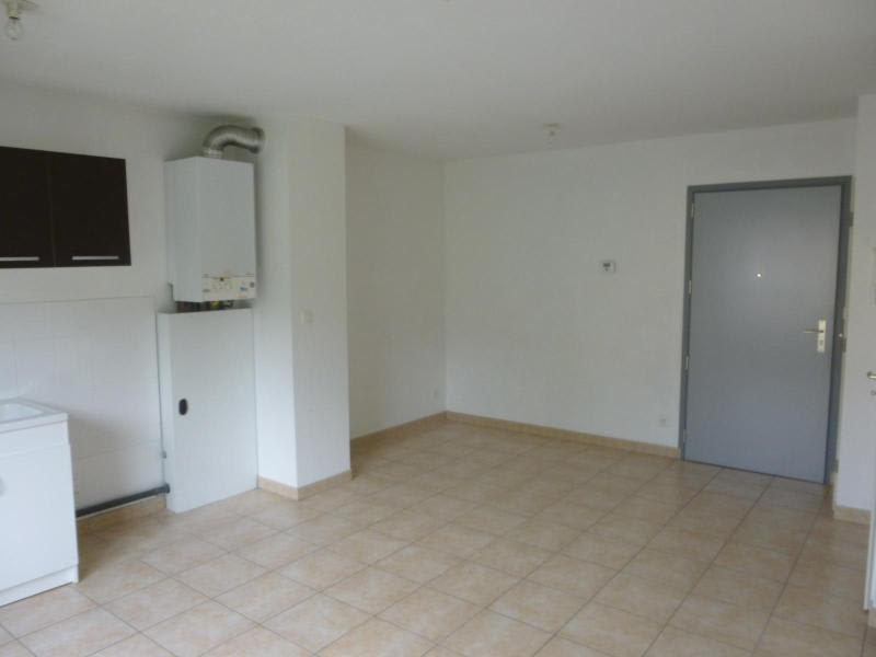 Location appartement Brussieu 470€ CC - Photo 4