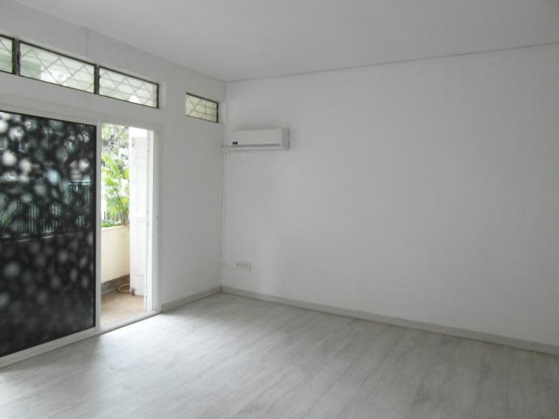 Rental empty room/storage St denis 1200€ HC - Picture 3