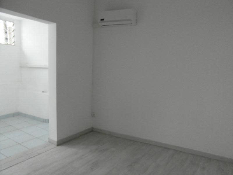Rental empty room/storage St denis 1200€ HC - Picture 4