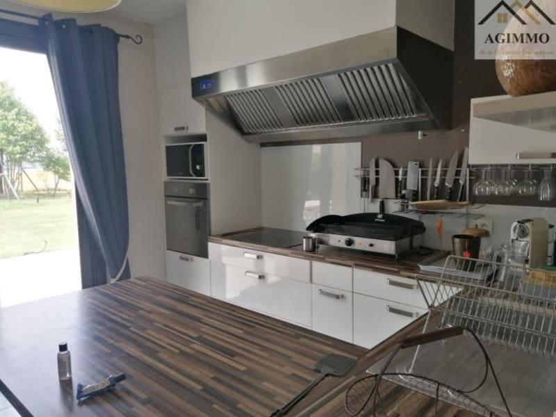 Sale house / villa L isle jourdain 360000€ - Picture 2