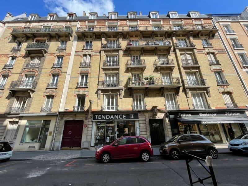 Rental apartment Courbevoie 30€ CC - Picture 1