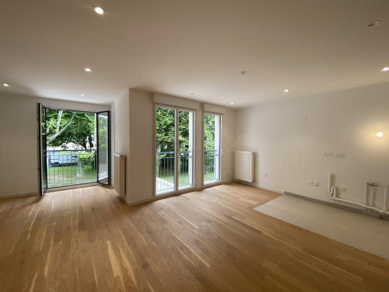 Sale apartment Le mesnil le roi 380000€ - Picture 1