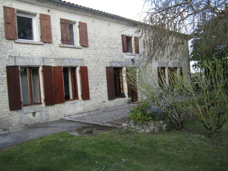 Vente maison / villa Criteuil-la-magdeleine 254000€ - Photo 2