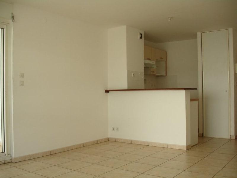 Location appartement St denis 605€ CC - Photo 2