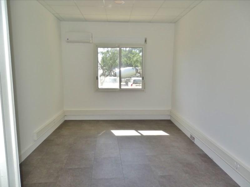 Rental empty room/storage Saint denis 1210€ HC - Picture 1