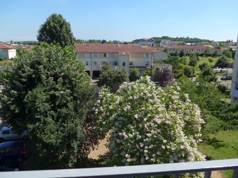 Location appartement Bron 760€ CC - Photo 1