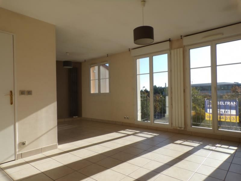 Rental apartment Voisins le bretonneux 1100€ CC - Picture 1
