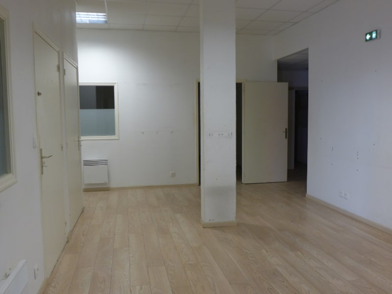 Location local commercial Rennes 1640€ HC - Photo 2